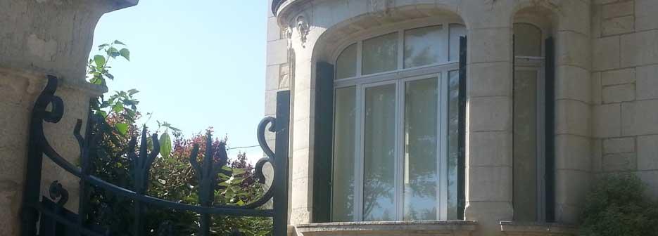 fenetre de maison ancienne en aluminium cintré