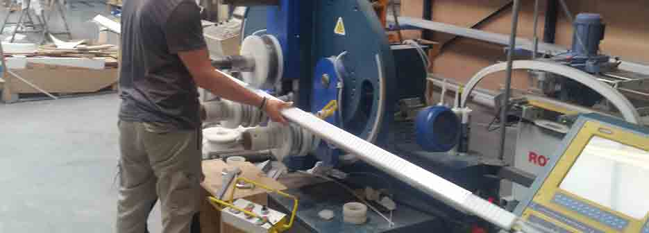 menuiserie aluminium en cour de cintrage