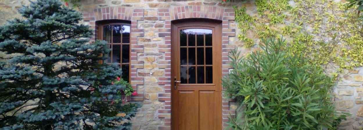 menuiseries porte et fenêtre en pvc surbaissé imitation bois